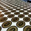 autocolant-auriu-imprimat-si-decupat-pe-contur